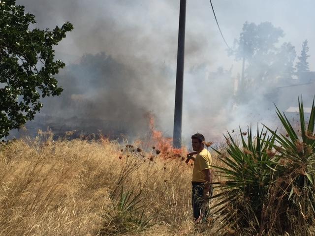 Αποτέλεσμα εικόνας για Φωτιά ξέσπασε στο Μενίδι - Δεν απειλούνται σπίτια