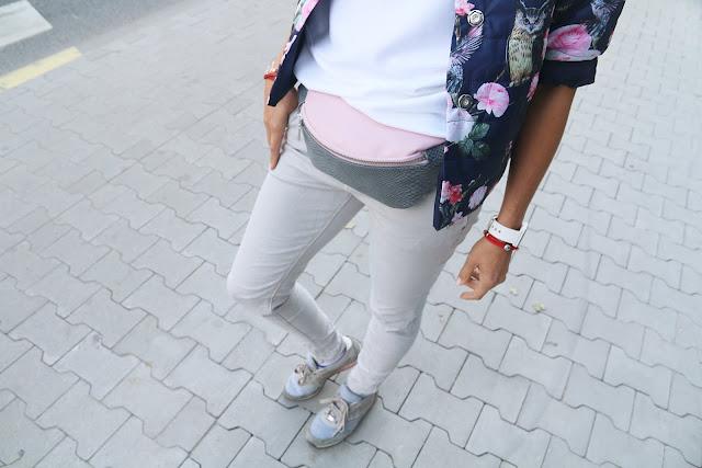 Novamoda style, street style, jesienne inspiracje, jesienne must have, jesienny styl, Novamoda streetstyle, kurtka puchowa, puchówka, print w kwiaty, nerka, mięta, puchowka w kwiaty, sportowy styl, w sportowym stylu, sportowo