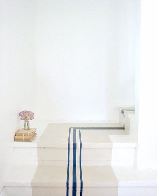 escalier peint beige et bleu