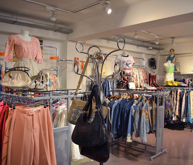 Pink vintage heart vintage shopping in barcelona my 5 favorites - Mobles vintage barcelona ...