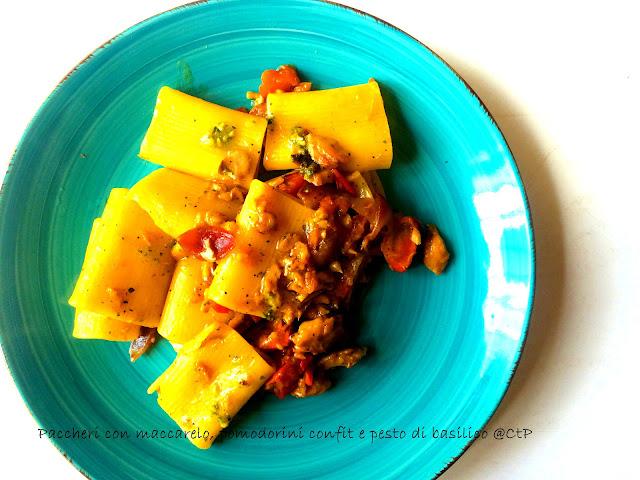 Paccheri con maccarello, pomodorini confit e pesto di basilico di alessandra ruggeri cucoa a tempo perso
