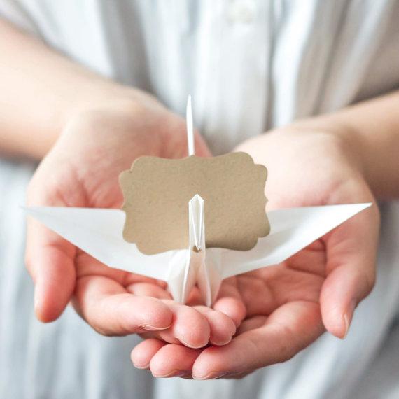 Origami: decoration with tsuru | paper crane