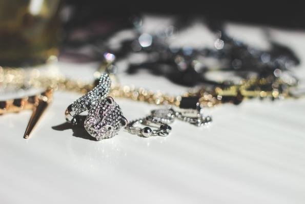 jual kalung berlian online, jual kalung online, jual kalung perak, membersihkan kalung perak, membersihkan perak, merawat kalung perak, menyimpan kalung perak