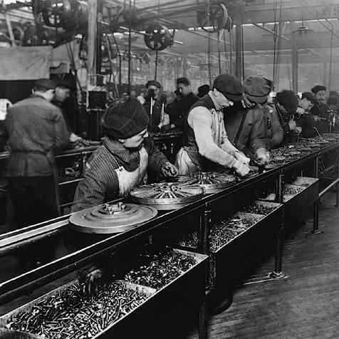 Henry Ford 改變了傳統的生產模式