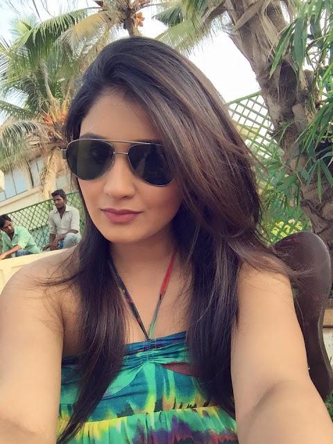 Bhojpuri heroine Antara Banerjee Sexy photos