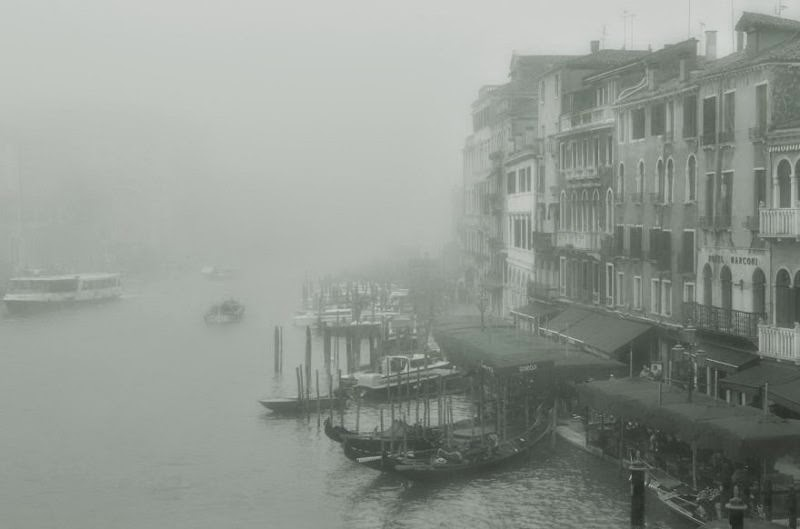 foggy-scenery-photo-03