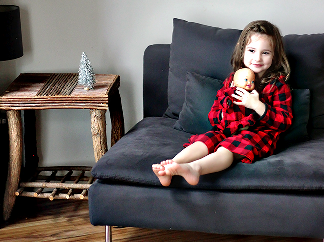 8 Low-Key Ways to Enjoy the Holidays With Your Kids