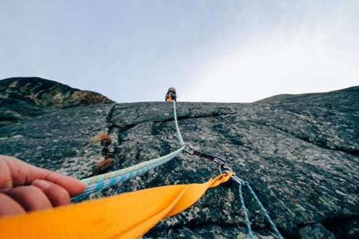 Tips Mendaki Gunung dan Panjat Tebing untuk Pemula. sandal Eiger terbaru 85369aee8c