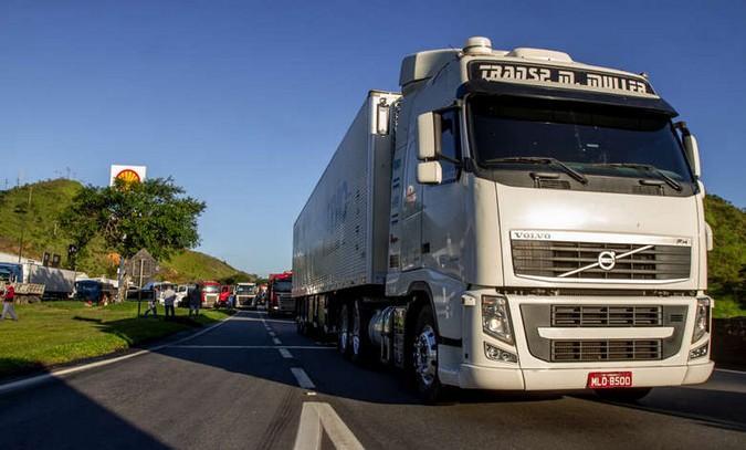 Veja como foi a segunda-feira de protestos de caminhoneiros
