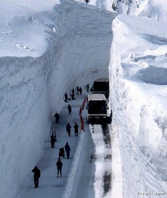 طريق الثلج في اليابان
