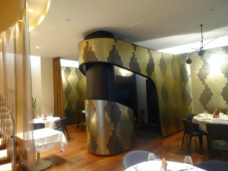 Intérieur du restaurant chinois Family Li Impérial Cuisine Paris 8 ème.
