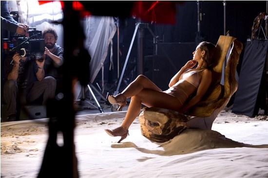 Paloma Oliveira posa de lingerie para campanha da Arezzo