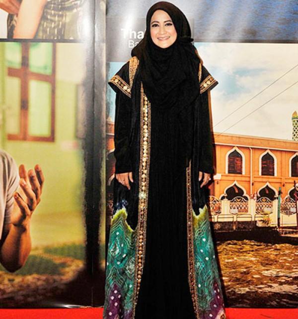 Baju Batik Ala Artis: Busana Muslim Modern: Baju Muslim Modern Ala Artis