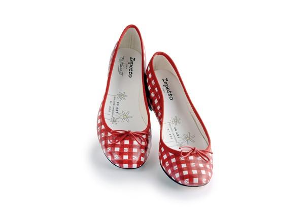 d2f75cc66 ... Bardot encomendou da Madame Rose Repetto uma sapatilha para usar no  filme