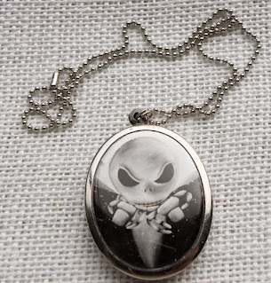 Ugly alien pendant and chain necklace