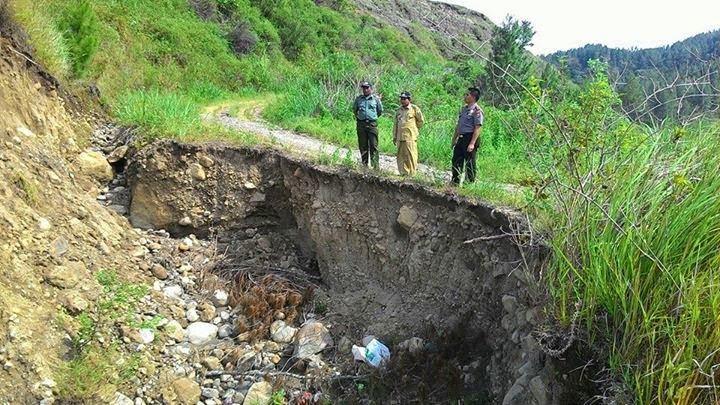 Longsor Timbun 25 Meter Badan Jalan di Aceh Tengah