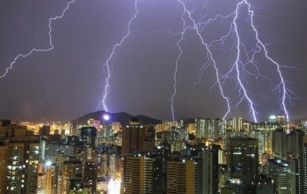 Apa Yang Mesti Dilakukan Saat Terjebak Dalam Badai Petir?