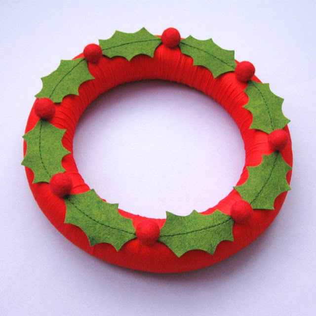 Felt Holly Christmas Wreath Tutorial