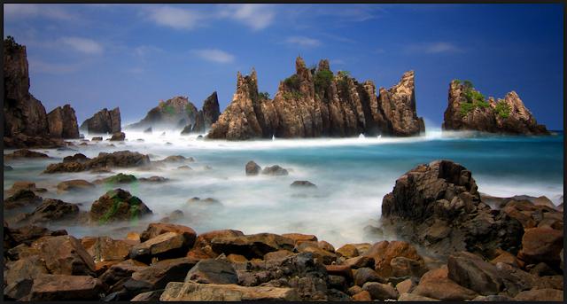 Pantai Gigi Hiu di Lampung