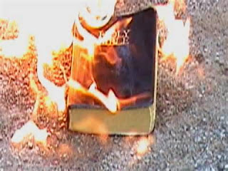 http://2.bp.blogspot.com/--LlTN8bTpYw/U3tPOQ7CVvI/AAAAAAAANrE/m7q5tjyqpso/s1600/Burning+Bible.jpg