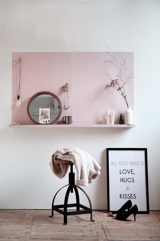 Cómo organizar los collares en tu habitación con un pequeño tocador DIY