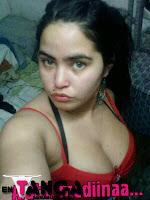 chica de Facebook en tanga
