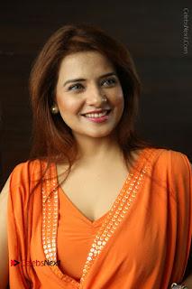 Actress Saloni Aswani Pos in Short Dress at Meelo Evaru Koteeswarudu Movie Interview  0061.JPG