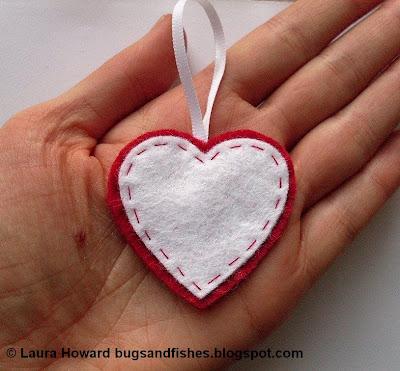 hearthand - Enfeite coração e estrela de feltro