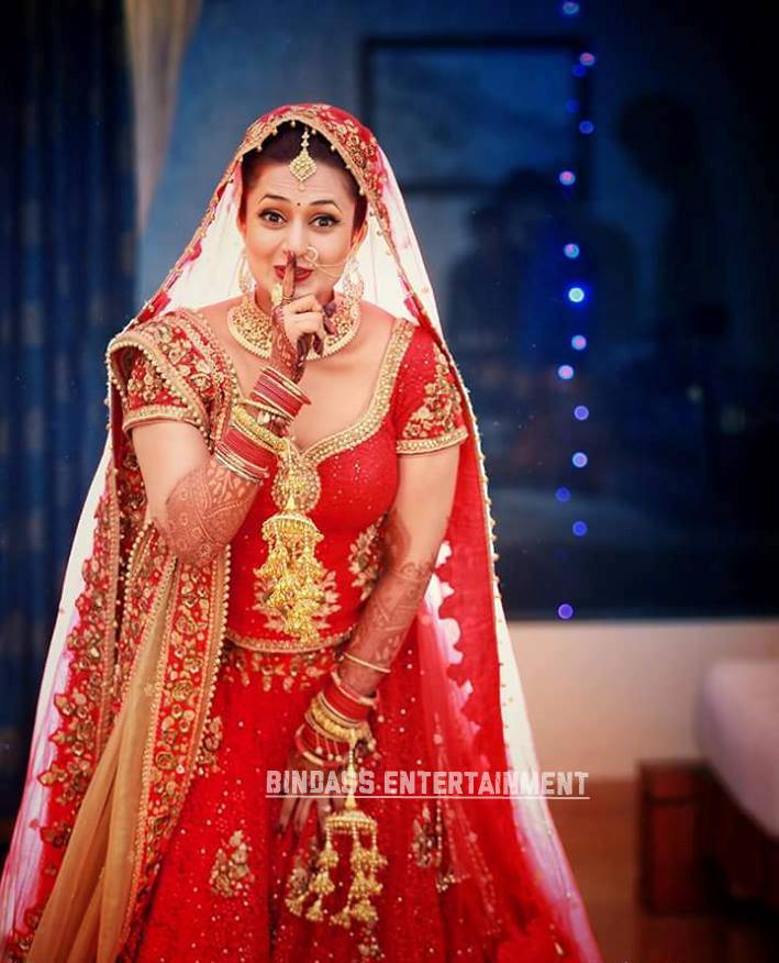Divyanka Tripathi Wedding Dress 5
