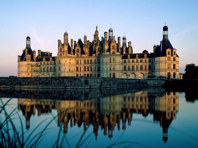 Cidade de Chantilly perto de Paris