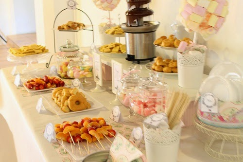 Mesa dulce para comuni n en sevilla con fuente de - Ideas para mesas dulces de comunion ...