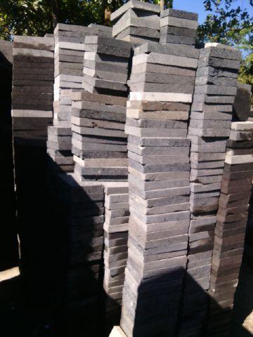 Batu Candi Persegi Merapi