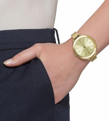 O elegante e versátil Relógio Michael RUNWAY SLIM MK3275 4DN, seguindo a  tendência slim, exibe um mostrador clássico com destaque para a pulseira em  forma ... 2e7b16b294