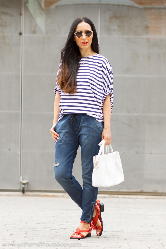 Influencer BLogger de moda belleza valenciana con ideas para combinar vaqueros en look comodo y estiloso