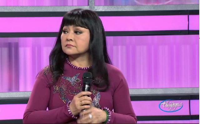 Tại sao danh ca Hương Lan không mặc bất kỳ trang phục nào khác ngoài áo dài khi lên sân khấu?