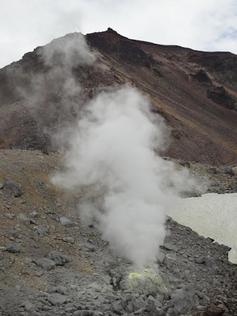 Fumarola de azufre en el monte Asahidake en Hokkaido