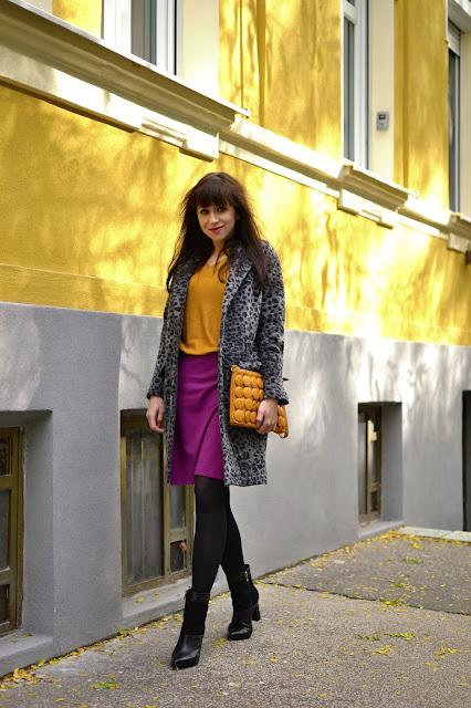 MYŠLIENKA PARTNERSTVA_Katharine-fashion is beautiful_Sivý kabát_Zvierací motív_Horčicový top_Katarína Jakubčová_Fashion blogger