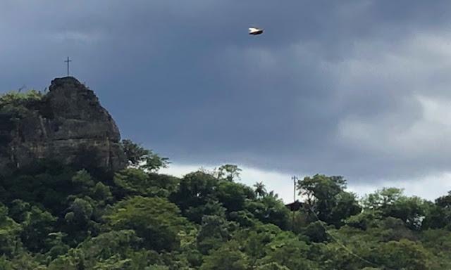 UFO News ~ UFO Buzzes Past Couple Hiking In Bolivia plus MORE Hill%252C%2Bovni%252C%2Bomni%252C%2Bplane%252C%2B%25E7%259B%25AE%25E6%2592%2583%25E3%2580%2581%25E3%2582%25A8%25E3%2582%25A4%25E3%2583%25AA%25E3%2582%25A2%25E3%2583%25B3%252C%2B%2BUFO%252C%2BUFOs%252C%2Bsighting%252C%2Bsightings%252C%2Balien%252C%2Baliens%252C%2BET%252C%2Banomaly%252C%2Banomalies%252C%2Bancient%252C%2Barchaeology%252C%2Bastrobiology%252C%2Bpaleontology%252C%2Bwaarneming%252C%2Bvreemdelinge%252C%2Bstrange%252C%2Barea%2B51%252C%2BEllis%2BAFB%252C%2B2
