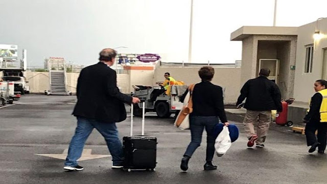 """Vicente Fox y """"Marthita"""" se brincan protocolo de seguridad en Aeropuerto para que no les revisen sus maletas"""