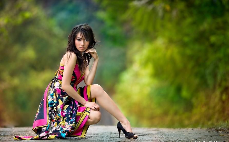 Foro model cantik dengan pose