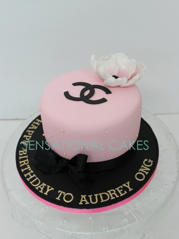 The Sensational Cakes Pink Chanel Elegant Cake Pink Black