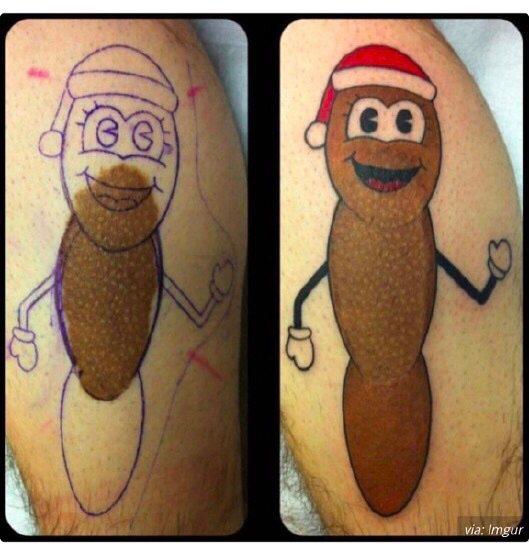 Cubrió su marca de nacimiento que parecía una mie#r& con un tatuaje del 'Sr. Mojón'