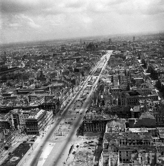 WWII photos blended seamlessly into modern-day Berlin ...  |Berlin Germany After Wwii
