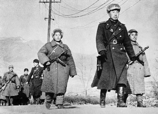 Soldati e ufficiali dell'esercito nordcoreano.