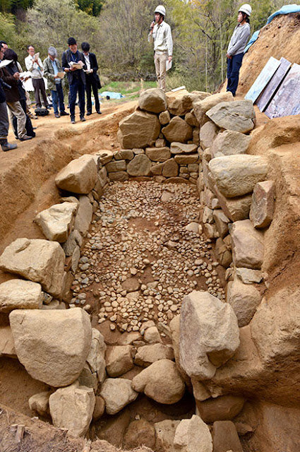 Stone chamber for 'nobles' found at burial site in Nara Prefecture
