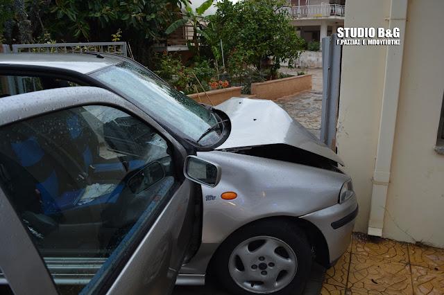 Ναύπλιο: Αυτοκίνητο καρφώθηκε σε σπίτι στην Ασίνη
