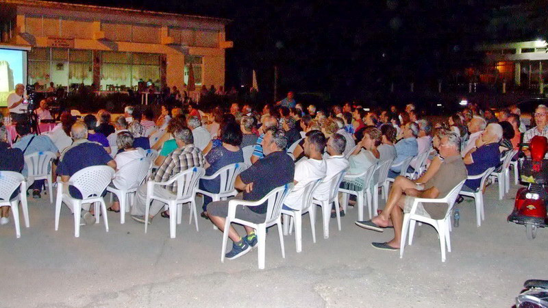 Η πλατεία ήταν γεμάτη στο Πύθιο στην εκδήλωση για τον Ιωάννη Καντακουζηνό