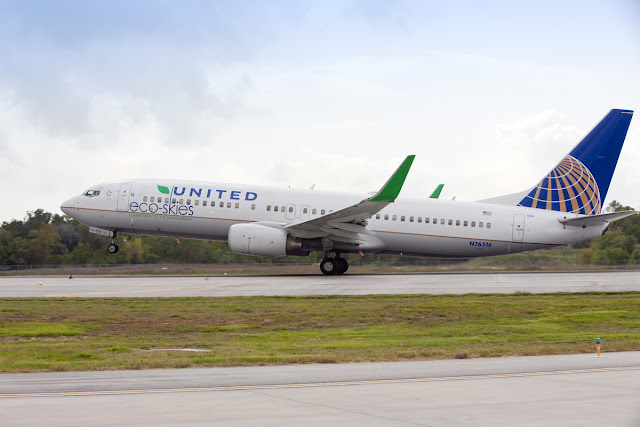 United Airlines Boeing 737-800 Eco Skies With Green Winglet