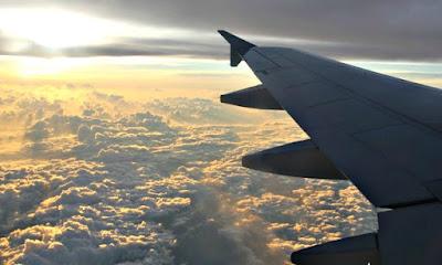 pemandangan indah di window seat pesawat