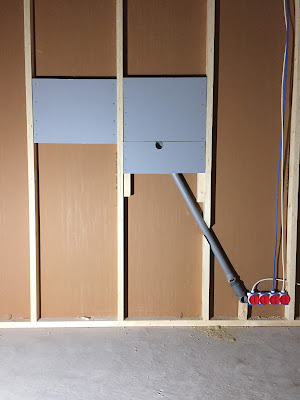 tv seinälle ilman näkyviä johtoja viemäriputken avulla, tv seinälle, johdot piiloon